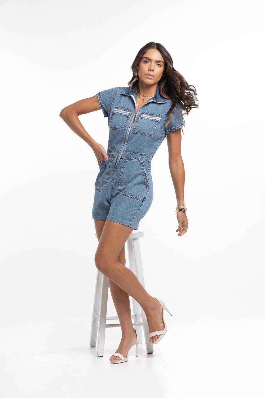 Macacão Jeans Curto Utilitário